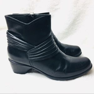 Clarks Bendables Leather Black Booties size 8 1/2M